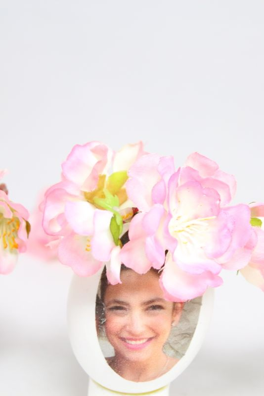 woman-pink-flower-crown-diy-photo-eggs