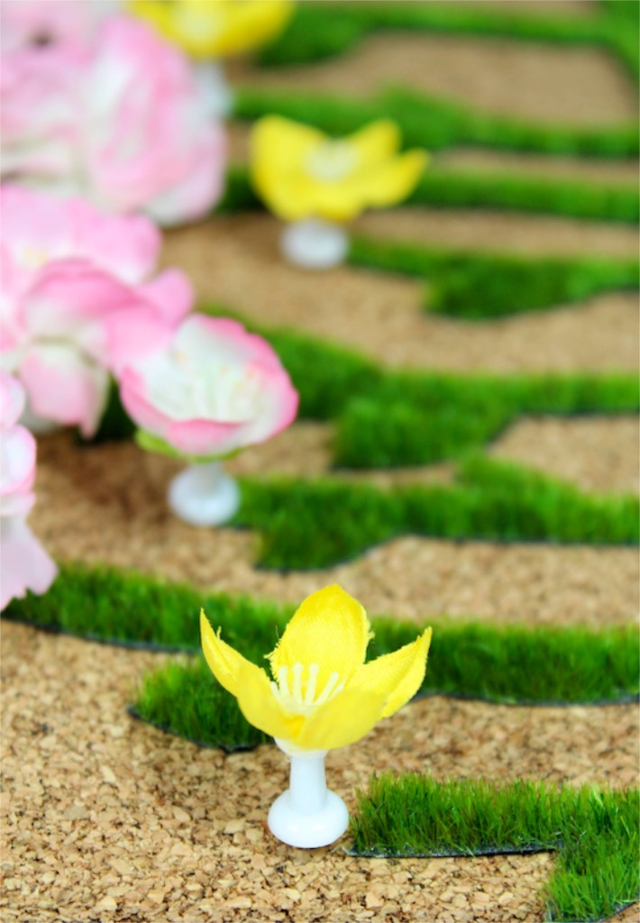 diy-cork-board-spring-flower-push-pins