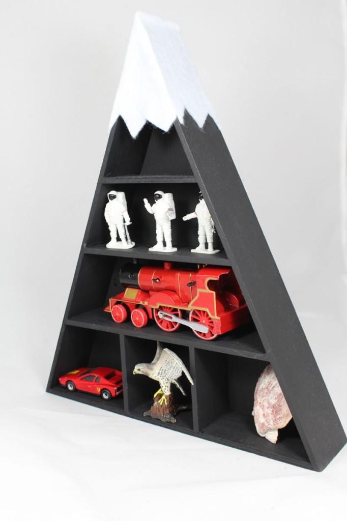 black-white-shelf-diy-mountain-moon-men-train-car-boy-toys-diy-shelf