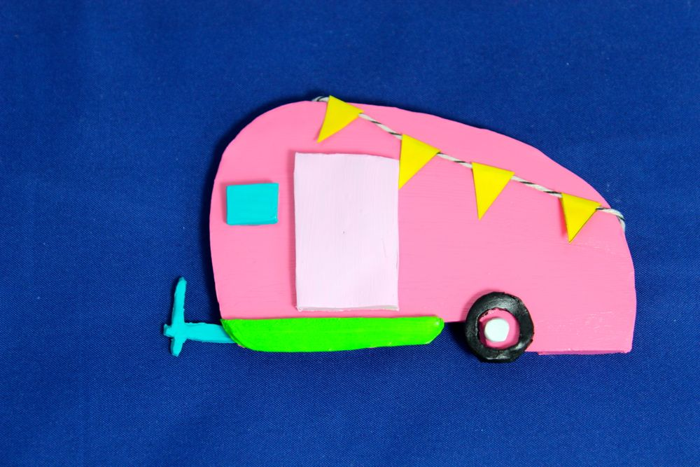 colorful-retro-camper-pink-yellow-pennant-banner