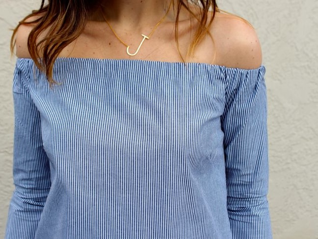 http://www.momtastic.com/style/682661-diy-off-the-shoulder-top/