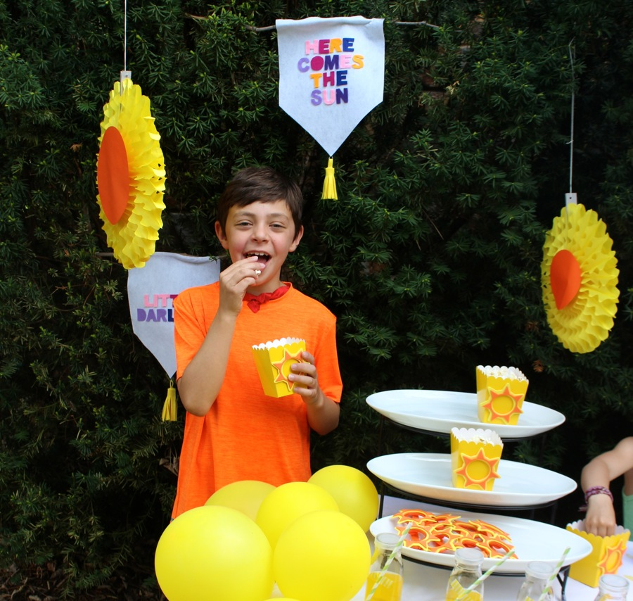 boy-eating-popcorn-with-a-yellow-popcorn-box