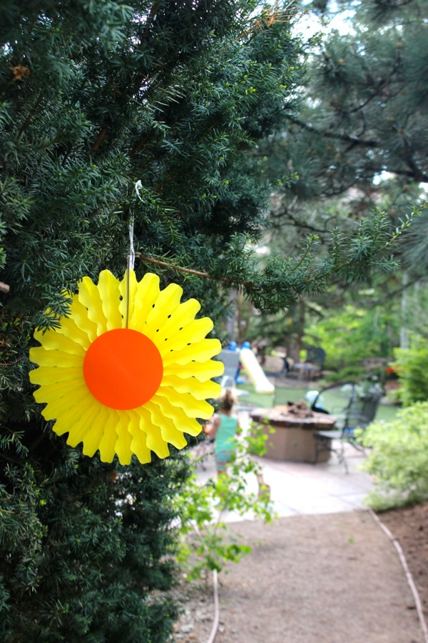 diy-yellow-tissue-paper-fan-sun