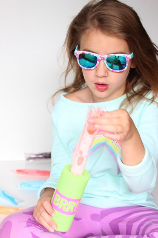 summer-diy-freezer-pop-holder-popsicle-green-pool-noodle-brr-girl-with-sunglasses