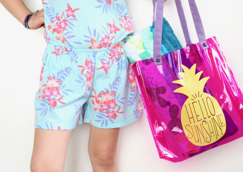 hello-sunshine-diy-pink-and-yellow-pineapple-summer-pool-bag-tropical-vibes