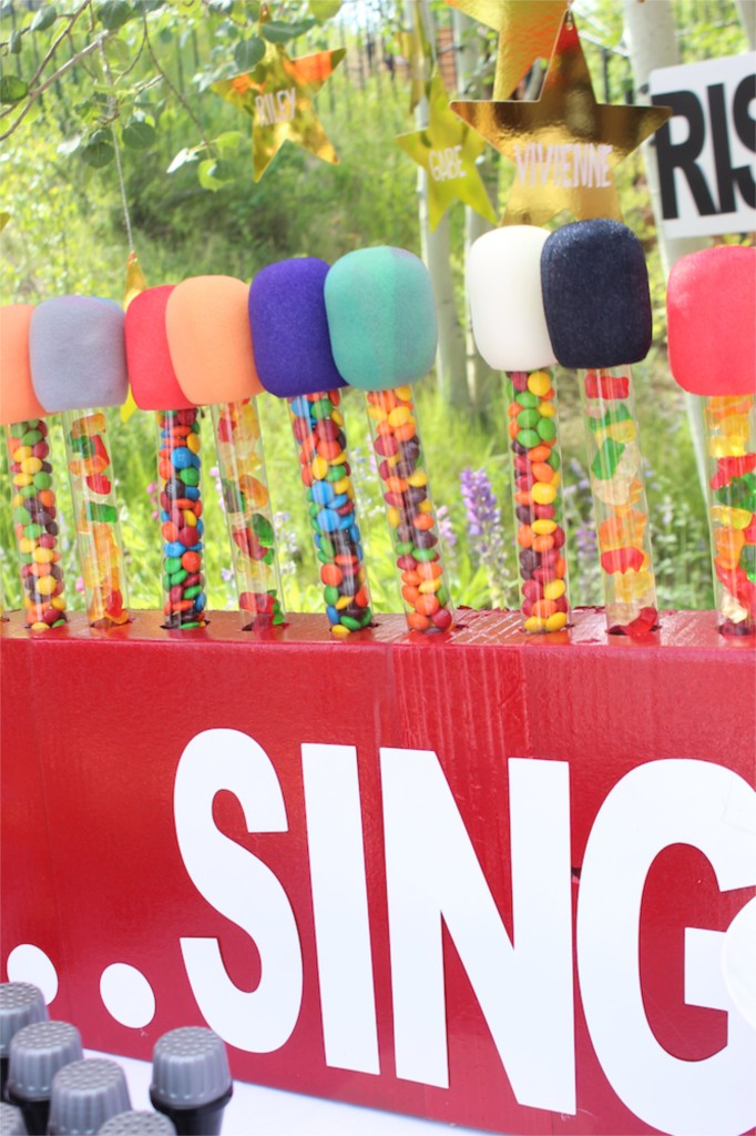diy-candy-microphones-in-a-sing-red-box
