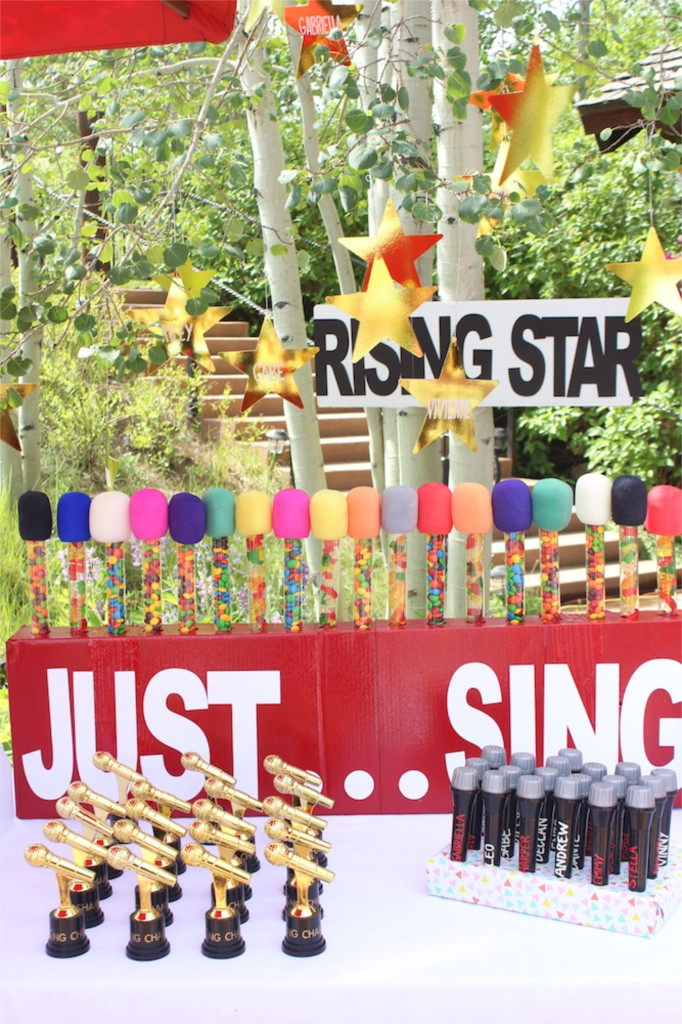 just-sing-party-with-a-rising-star-sign-and-diy-candy-microphones