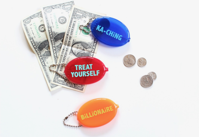 retro-vinyl-coin-purse-treat-yourself
