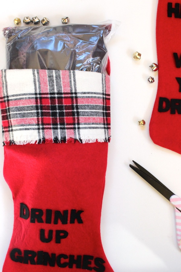 diy-wine-stocking-holder-red-vino-and-plaid-stocking