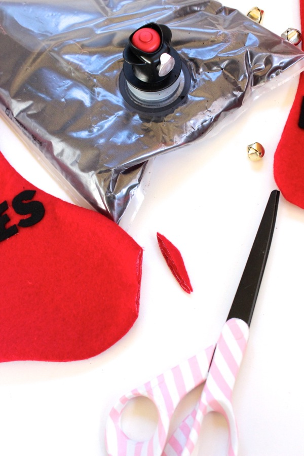scissors-red-stocking-wine-bag