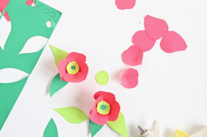 paper-flowers-coral-green-craft-paper-cake-details
