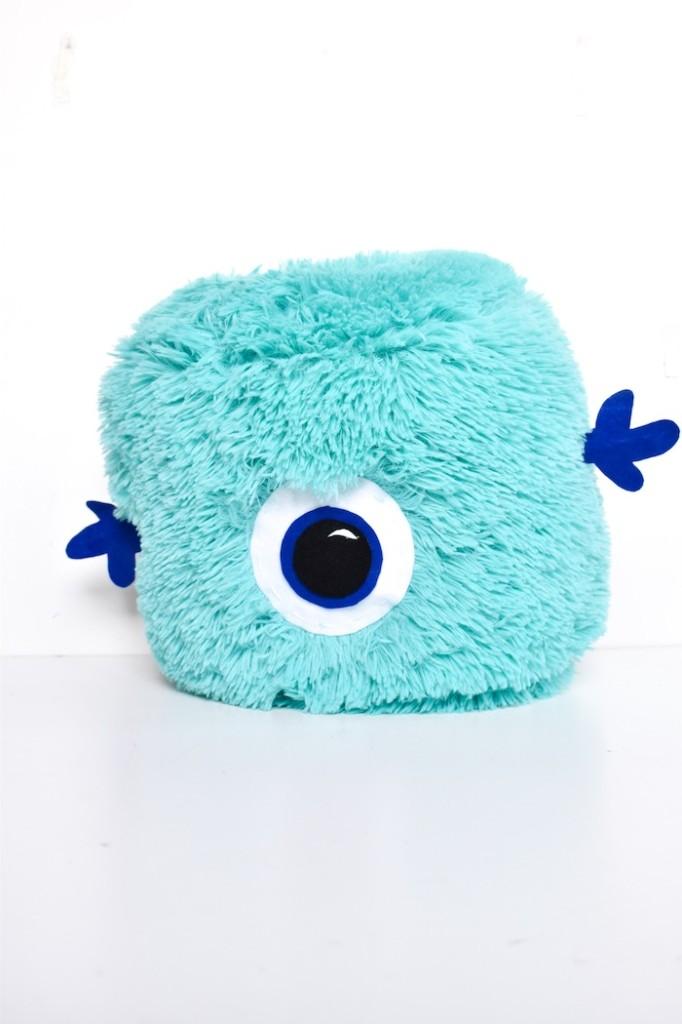 diy pillow monsters - halloween felt craft