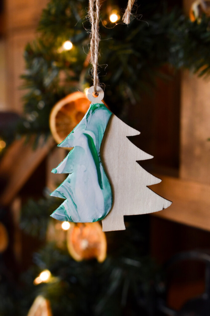 diy christmas tree ornament-clay crafts-marbled clay decor