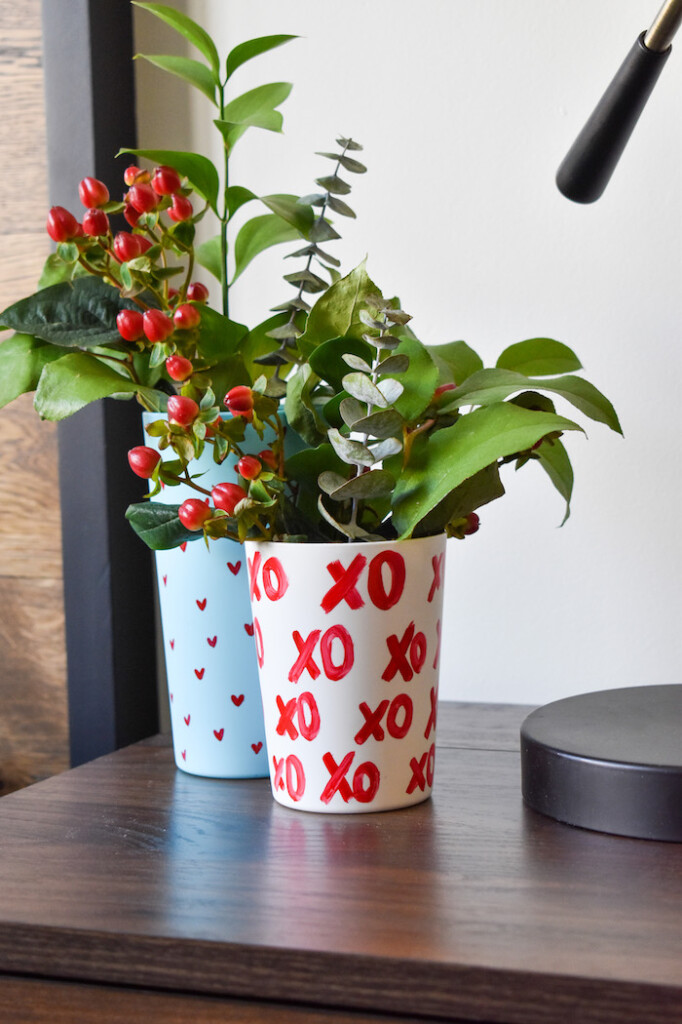 XO vase-anthropologie hack- valentines day decor-DIY flower vase